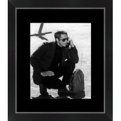 Affiche encadrée Steve Mc Queen - Au téléphone Bullitt - Dimension 24x30 cm