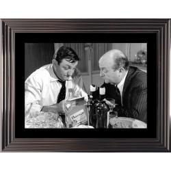 Affiche encadrée Noir et Blanc: Les Tontons Flingueurs - Scène en Cuisine - 50x70 cm (Cadre Glascow)