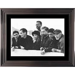 Affiche encadrée Noir et Blanc: Le Grand Bleu - Luc Besson et son équipe - 50x70 cm (Cadre Glascow)