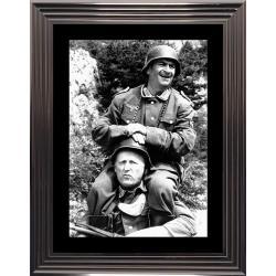 Affiche encadrée Noir et Blanc: La grande vadrouille - De Funes , Bourvil - 50x70 cm (Cadre Glascow)
