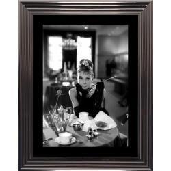 Affiche encadrée Noir et Blanc: Audrey Hepburn - 50x70 cm (Cadre Glascow)