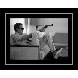 Affiche encadrée Steve McQueen - Takes aim - 50x70 cm