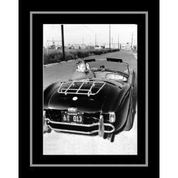 Affiche encadrée Bullitt - Steve Mc Queen et sa AC Cobra - Affiche encadrée 50x70 cm