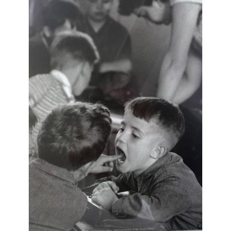 La Dent - Doisneau - Affiche 24x30 cm