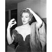 Affiche Marilyn Monroe - Devant son petit miroir - Dimension 24x30 cm